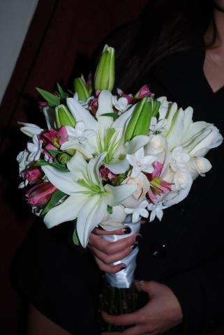 White Asiatic Lily with Alstroemeria in your Bridal Party